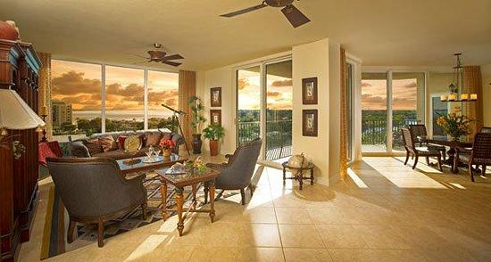 North Star Yacht Club - Living Room Sunset